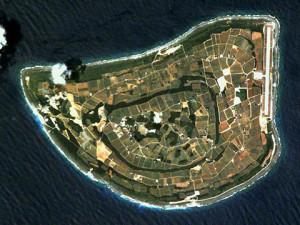 北大東島の航空写真(wikipediaより)