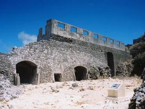 北大東島のリン鉱石貯蔵庫跡(wikipediaより)