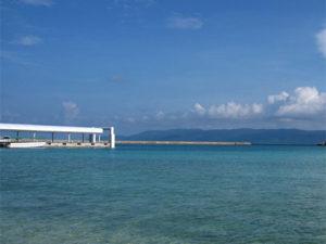 鳩間島の港の写真