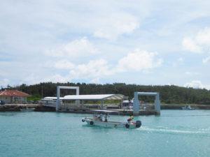 黒島の港の写真(wikipediaより)