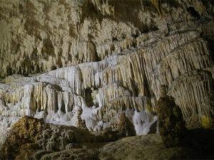 沖永良部島の鍾乳洞の写真